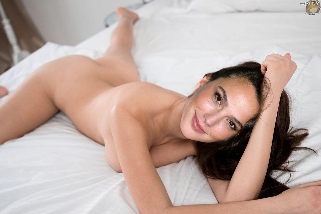 Gal had it nude