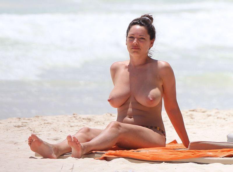 Kelly Brook Nude Leaked Photos Amazing Tits 011