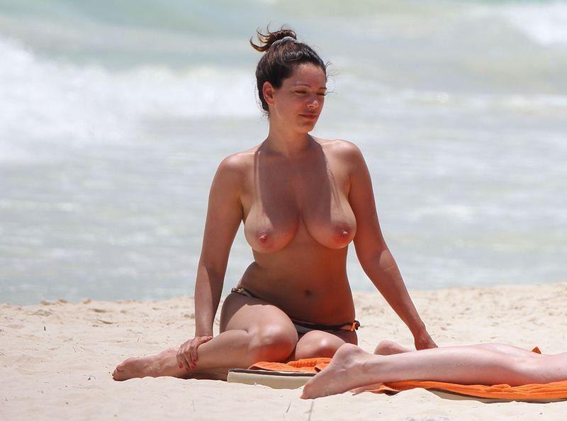 Kelly Brook Nude Leaked Photos Amazing Tits 014