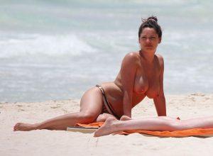 Kelly Brook Nude Leaked Photos Amazing Tits 015