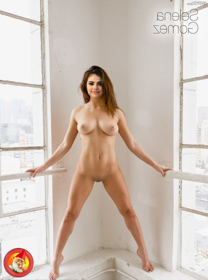 Selena Gomez Nude And Her Glorious Body 008