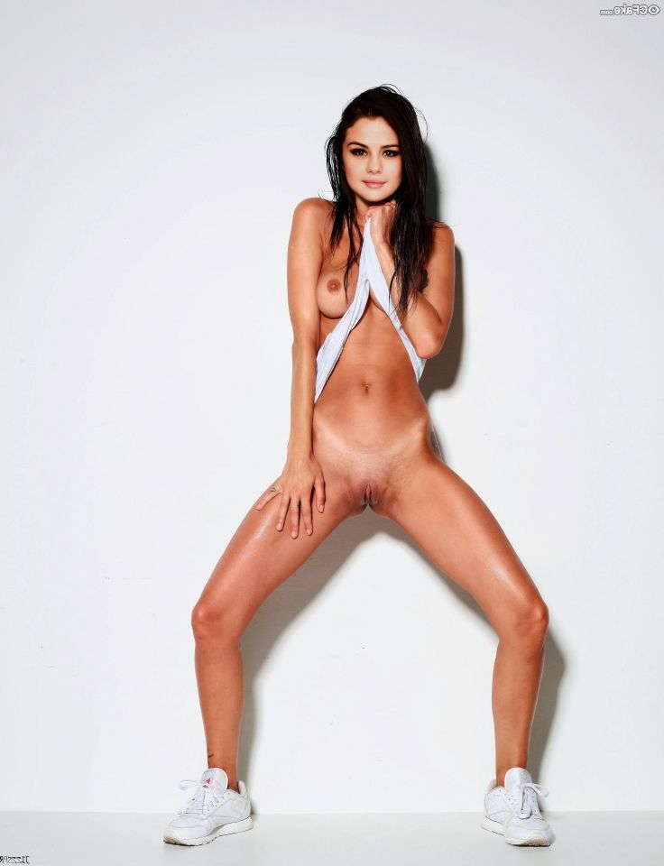 Selena Gomez Nude And Her Glorious Body 014