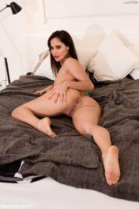 Alison Brie Nude 005