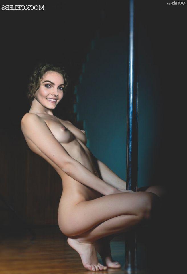 Camren Bicondova Nude Beautiful Body Shy 007