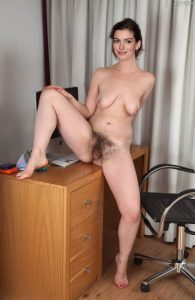Anne Hathaway Nude Pics 013