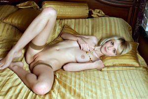 Kiernan Shipka Nude 012