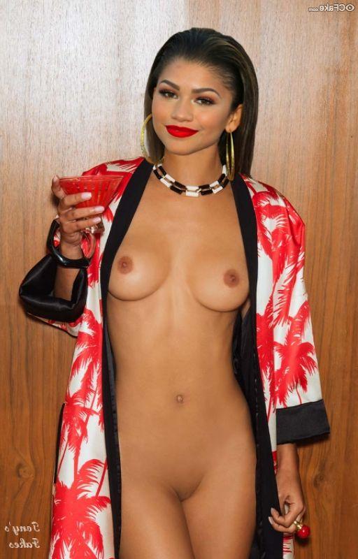 Zendaya Nude 001
