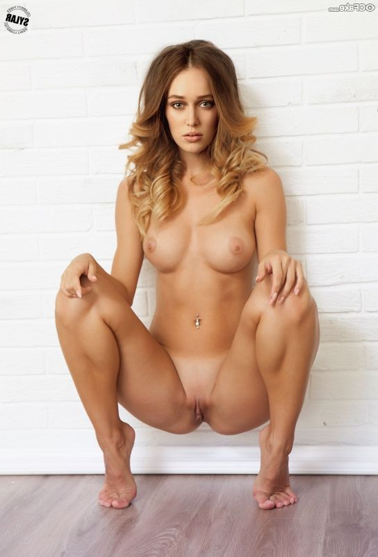 Alycia Debnam Carey Nude Photos 005