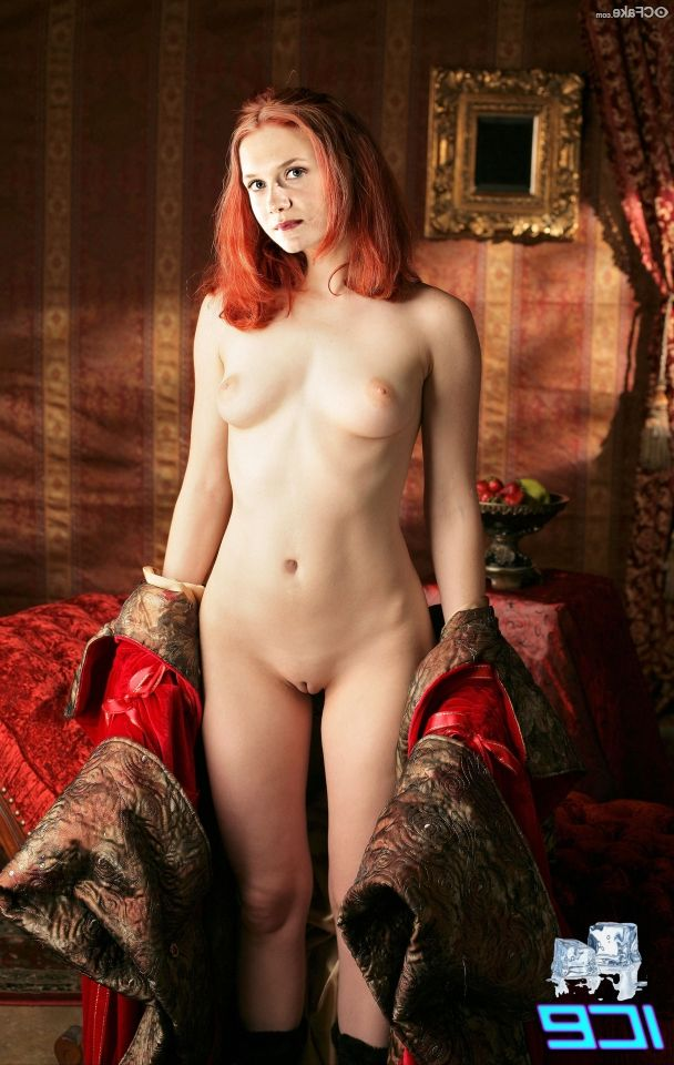Bonnie Wright Nude 002