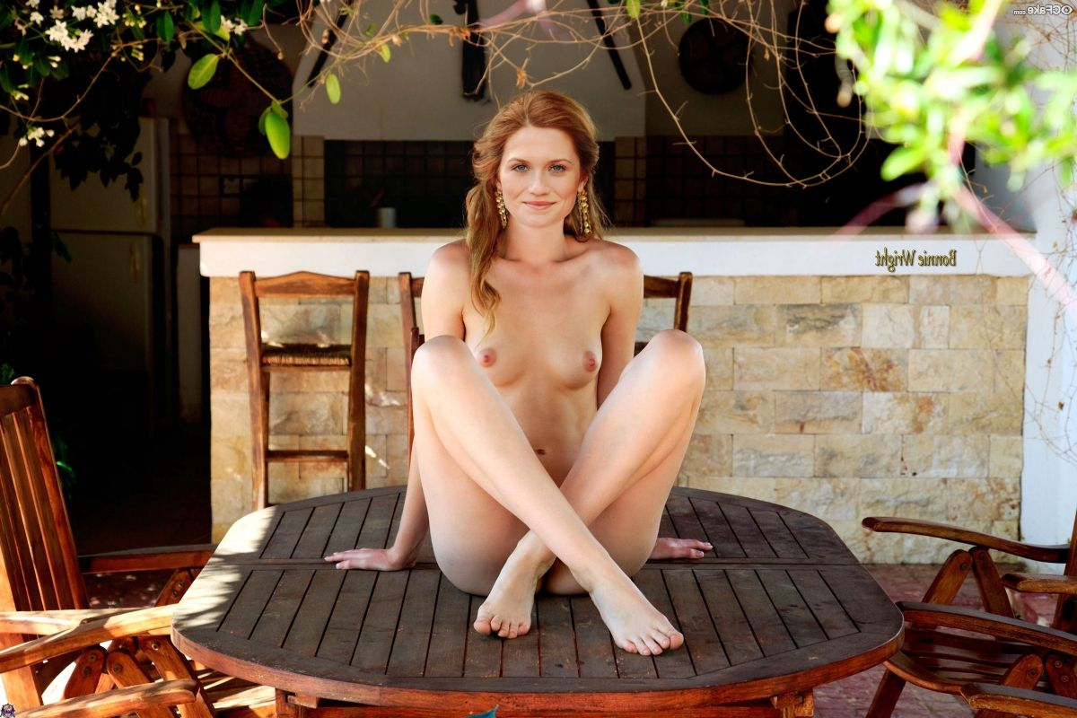 Bonnie Wright Nude 004