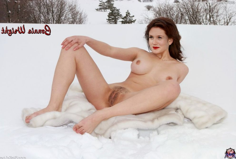 Bonnie Wright Nude 008