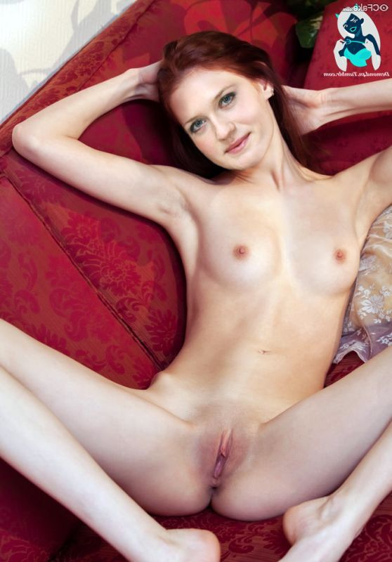 Bonnie Wright Nude 012