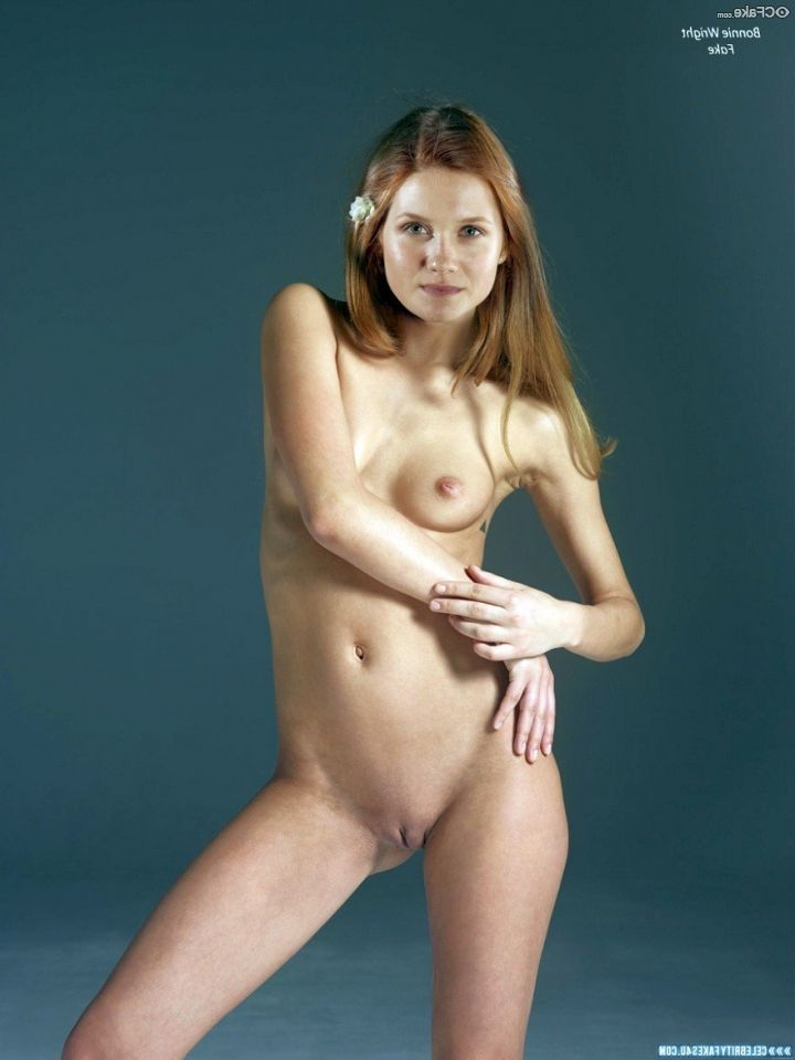 Bonnie Wright Nude 015