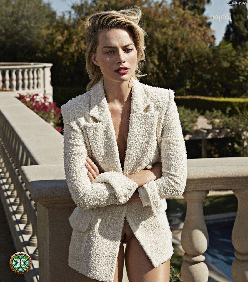 Margot Robbie Nude 011