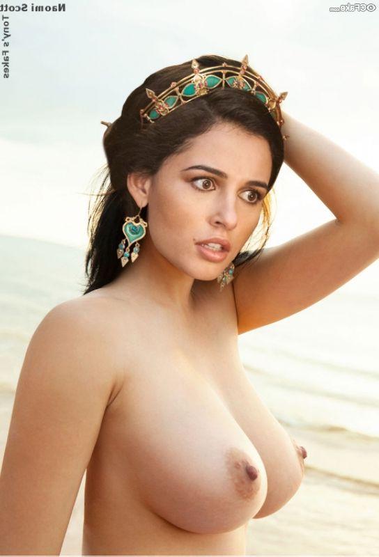 Naomi Scott Nude