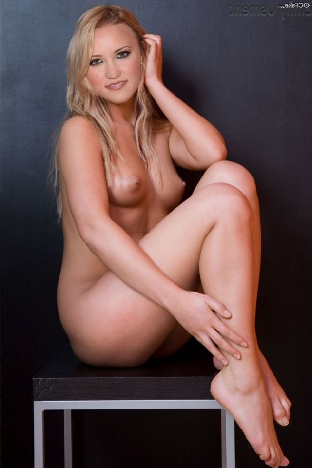 Emily Osment Nude 010
