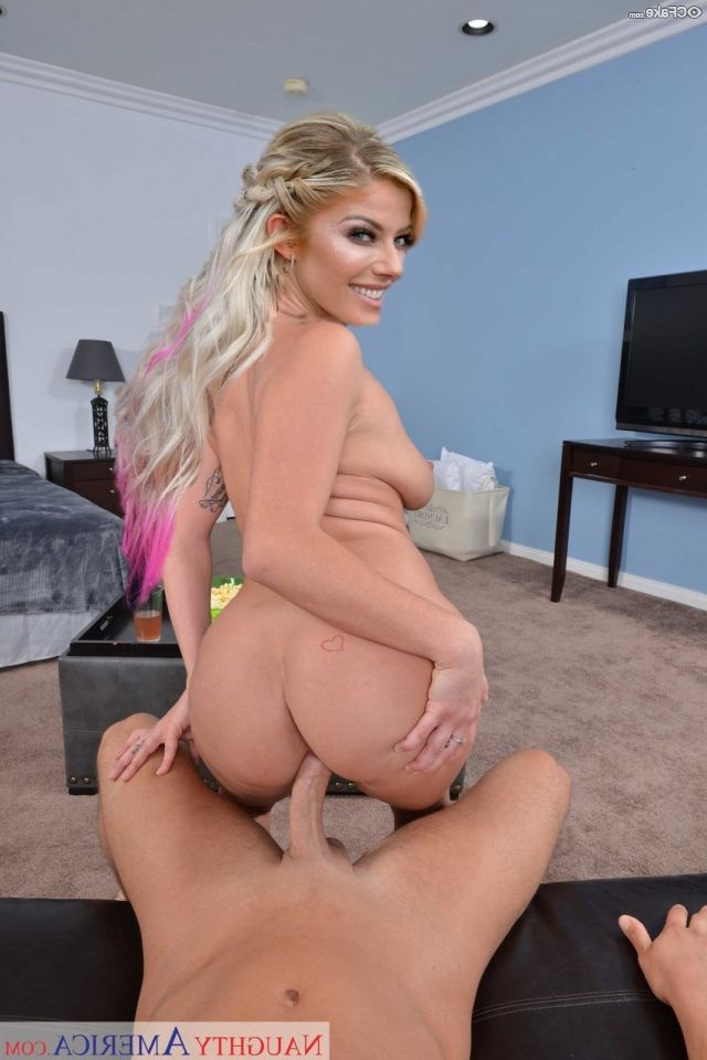 Alexa Bliss Nude 008