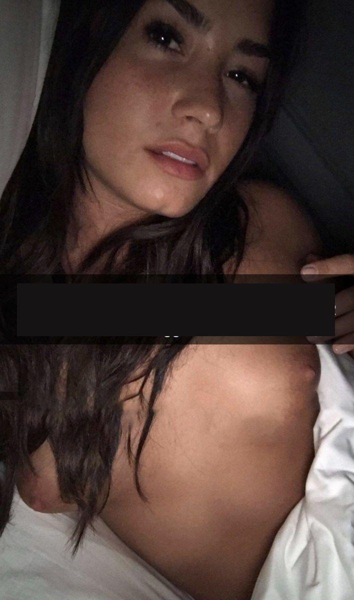 Demi Lovato Nude Selfies 010