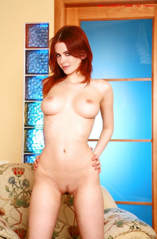 Isla Fisher Nude 001