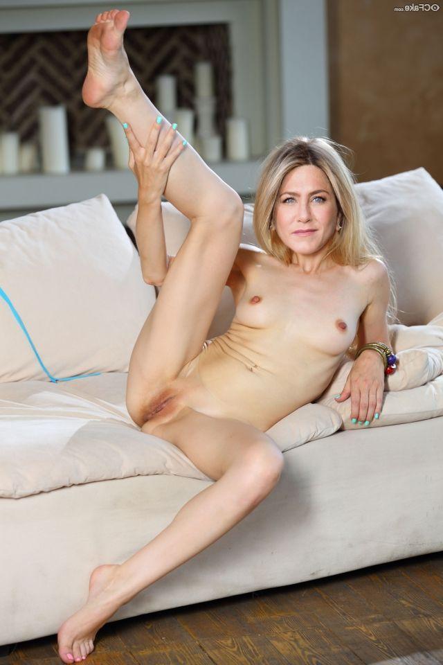 Jennifer Aniston Nude 010