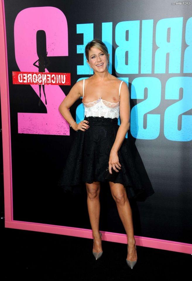 Jennifer Aniston Nude 011