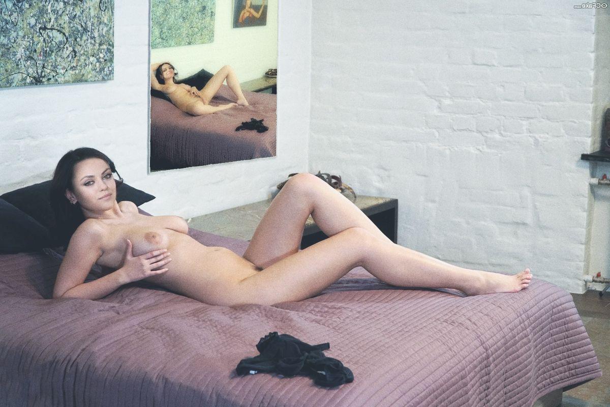 Mila Kunis Nude 020