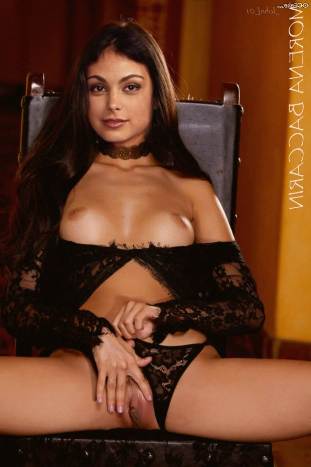 Morena Baccarin Nude 012