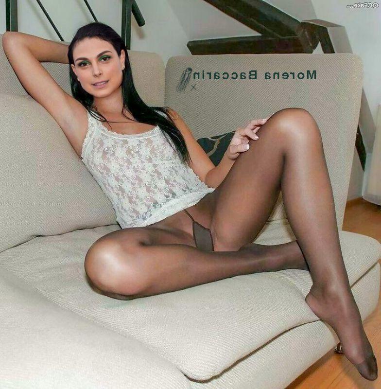 Morena Baccarin Nude 018