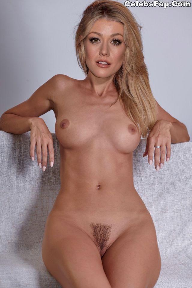 Katherine McNamara Nude Pictures 004