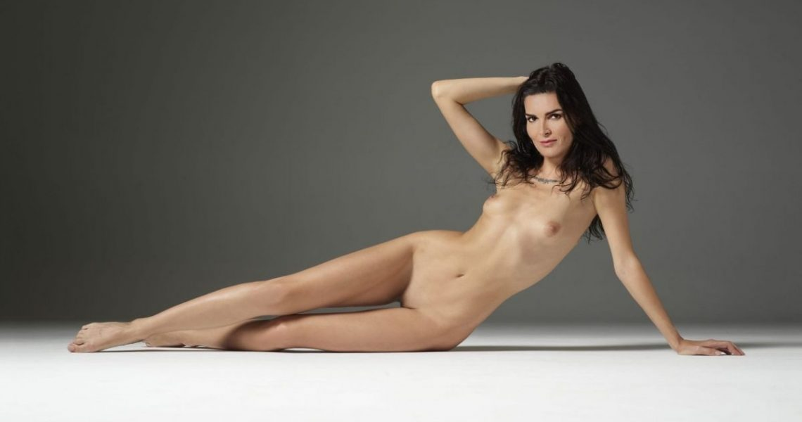 Angie Harmon Nude Exclusive Photo Collection 018